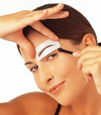 como dar formas as sobrancelhas