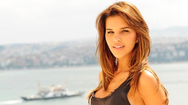 Famosas: Moda com Mariana Rios