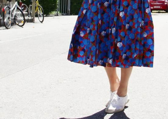 vestido com tenis capa