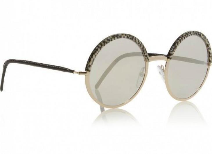 <p>Umas das últimas tendências são os óculos redondos, como este espelhado de Cutler and Cross!</p>
