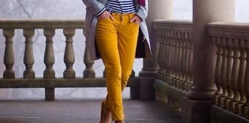 calça amarela capa