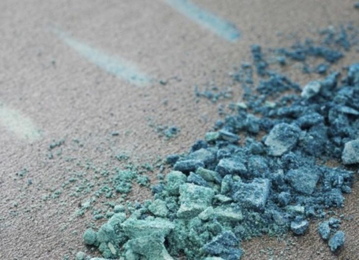 <p>O azul cobalto não é um tom que fica bem com qualquer tipo de olho, mas no caso dos castanhos ele é ideal.</p>